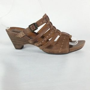 Clarks 7.5M Brown Stitched Leather Sandals S6-10